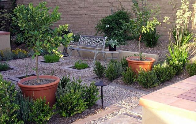 A Low Maintenance Charming Courtyard - Studio H Landscape Architecture